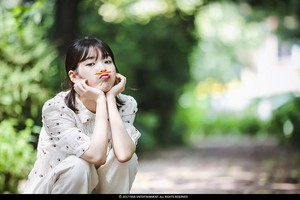IU - [Kkot-Galpi 2] : A flower bookmark