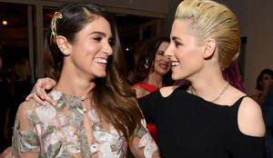 Kristen with Twilight co-star Nikki Reed