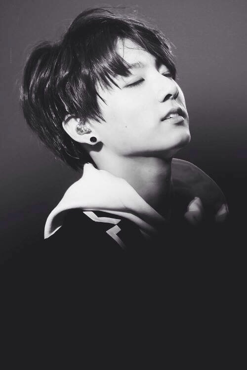 Jungkook Black And White jungkook bts 40934429 500 750