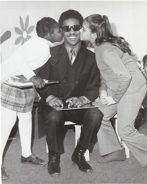 Stevie And His Two Young Фаны