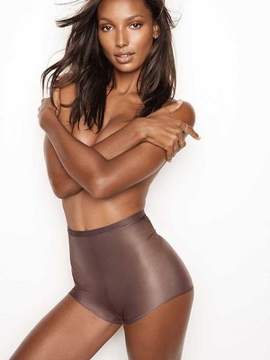 Victoria's Secret 2018 Catologue: jimmy, hunitumia Tookes