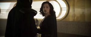 "Emilia Clarke in ""Solo: A ngôi sao Wars Story"" movie picture"