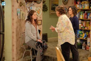 10x01 - Twenty Years to Life - Harris, Darlene and Roseanne