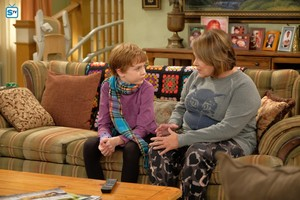 10x02 - Dress to Impress - Mark and Roseanne