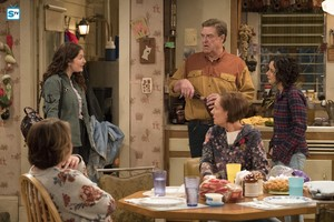 10x03 - Roseanne Gets the Chair - Roseanne, Harris, Dan, Jackie and Darlene