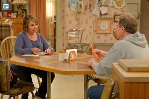 10x04 - Eggs Over, Not Easy - Roseanne and Dan