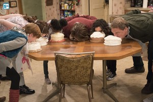 10x05 - Darlene v. David - Mark, Harris, Mary, Roseanne, Darlene and Dan