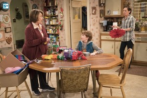10x05 - Darlene v. David - Roseanne, Harris and Jackie