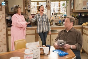 10x06 - No Country for Old Women - Roseanne, Jackie and Dan