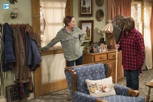 10x07 - Go Cubs - Jackie and Roseanne