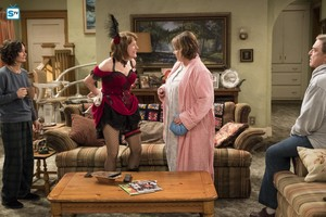 10x08 - Netflix and Pill - Darlene, Crystal, Roseanne and Dan