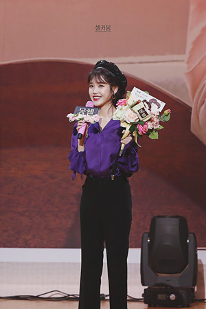 180525 IU at Mon Cher Healing Event