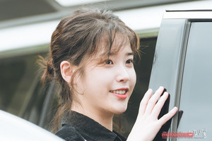 180529 IU at Yoo Hee Yeol Sketchbook Recording