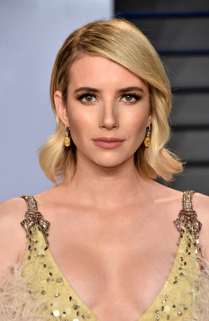 Emma Roberts attends the 2018 Vanity Fair Oscar Party hosted door Radhika Jones at the Wallis Annenber