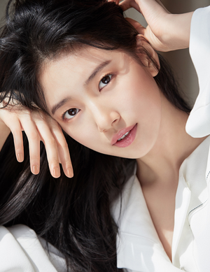 Suzy - Cosmopolitan Magazine April Issue '18