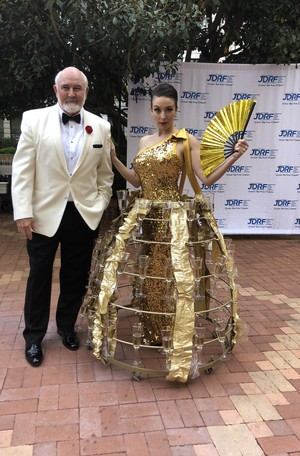 Sean Connery Impersonator with Champagne スカート girl JDRF event