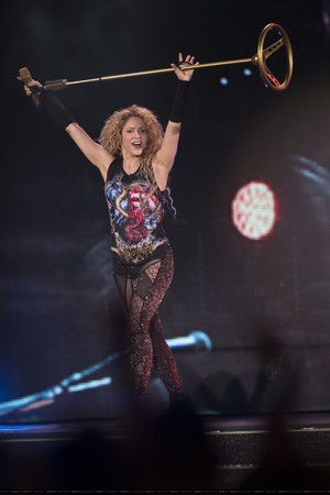 shakira performs in Paris (June 13)