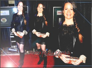 hulst, holly Marie Combs Fond KB.