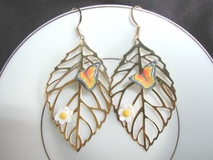 paruparo earrings