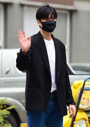 Lee Minho is back  officially discharged from the military today 19.04.25