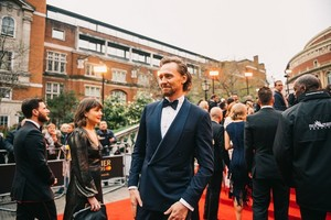 Tom Hiddleston attends The Olivier Awards at the Royal Albert Hall on April 7, 2019 (London, UK ​�