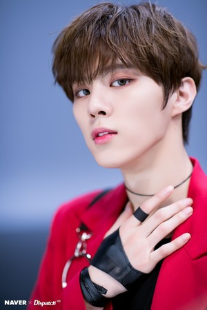 "Kim Wooseok ""FLASH"" promotion photoshoot por Naver x Dispatch"