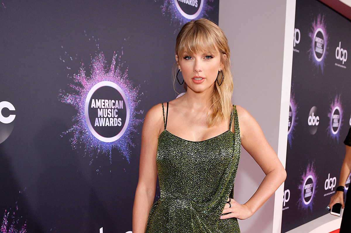 Taylor at the 2019 AMA red carpet
