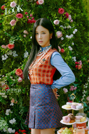 Chorong teaser image for 'LOOK'