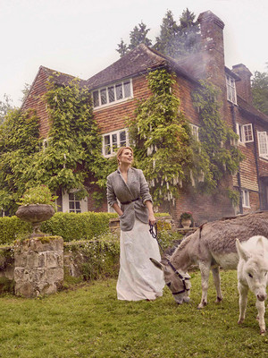 Hayley Atwell photographed 의해 Richard Phibbs for Town and Country Magazine (2018)