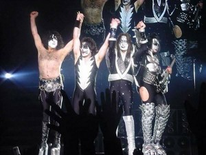 চুম্বন ~Yokohama, Japan...March 9, 2001 (Farewell Tour)