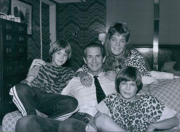 Anthony Perkins and his family - Ktchenor Photo (43353491) - Fanpop