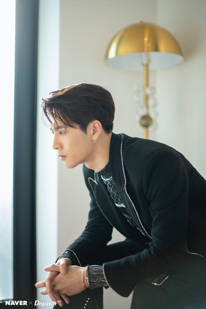 "Jackson ""DYE"" mini album promotion photoshoot par Naver x Dispatch"
