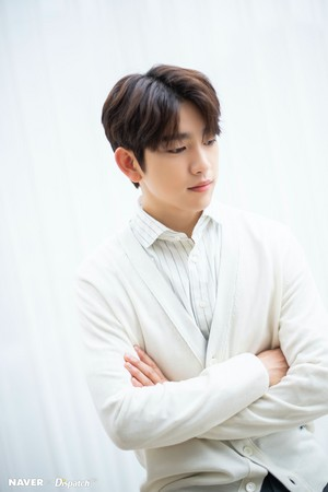 "Jinyoung - tVN Drama ""When My Life Blooms"" Promotion Photoshoot par Naver x Dispatch"