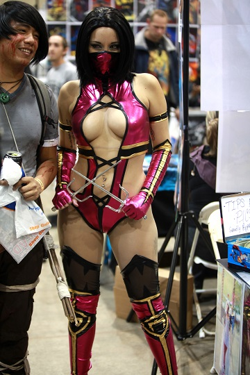 Mileena - Hot & Sexy Cosplay at the 2014 Comic Con