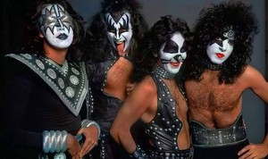 kiss ~Hotter Than Hell fotografia session and outtakes...August 18, 1974 (The Stage)