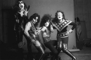 KISS ~Hotter Than Hell photo session and outtakes...August 18, 1974 (The Stage)