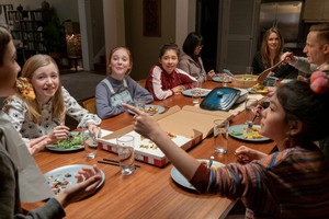 The Baby-Sitters Club - Season 1 Still - Stacey, Kristy, Dawn, Janine, Liz, Richard and Claudia