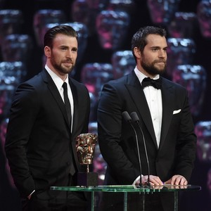 Chris Evans and Henry Cavill presenting at the 2015 BAFTA awards 😍