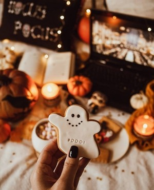 Хэллоуин greetings🦇🥧🎃🍬🕷️🍫🦇🍭🍁