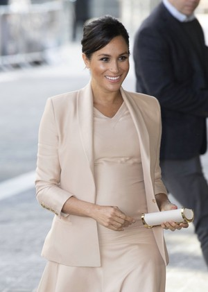 Meghan ~ Visit to the National Theatre (2019)