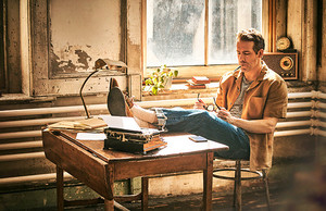 Ryan Reynolds photographed par Guy Aroch for Mr Porter