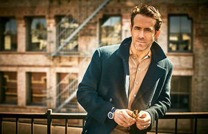 Ryan Reynolds photographed kwa Guy Aroch for Mr Porter