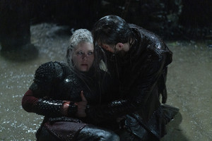 6x06 - Death and the Serpent - Lagertha and Hvitserk