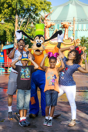 Angela Bassett And Her Family Visiting disney World