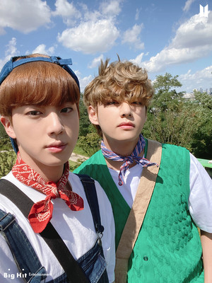 BTS 2021 SEASON'S GREETINGS | JIN AND V