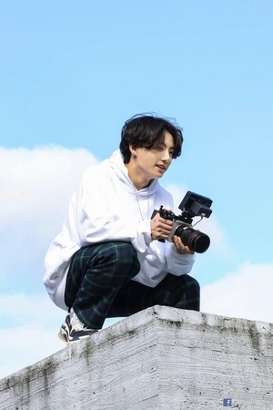 BTS 'LIFE GOES ON' OFFICIAL MV foto SKETCH | JUNGKOOK