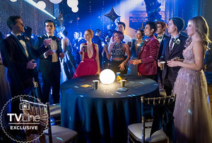 Riverdale: Archie and the Gang Head to Prom in Season 5 — 2021 FIRST LOOK Promotional foto-foto