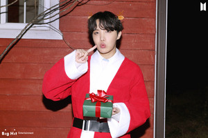 ARMY! Happy Holidays!! 🎄🎁 | J-HOPE