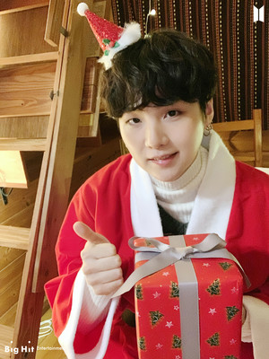 ARMY! Happy Holidays!! 🎄🎁 | SUGA