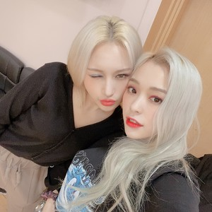 Siyeon and Gahyeon
